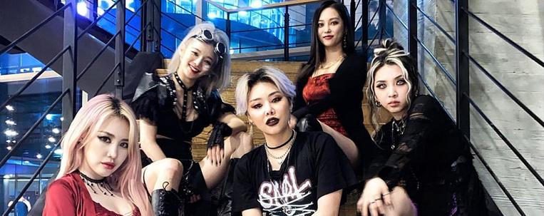 """Yeeun (CLC), Jiwoo (KARD), Jamie, Cheetah e Hyoyeon (SNSD) arrasam em apresentação do """"Good Girl"""""""