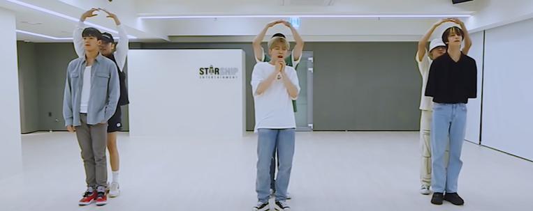 """Monsta X divulga vídeo com a coreografia de """"Stand Up"""""""