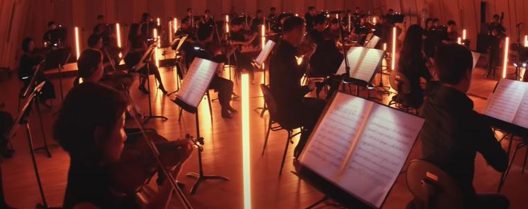 """Versão orquestrada de """"Red Flavor"""", do Red Velvet, pela Orquestra Filarmônica de Seul ganha clipe; vem ver"""