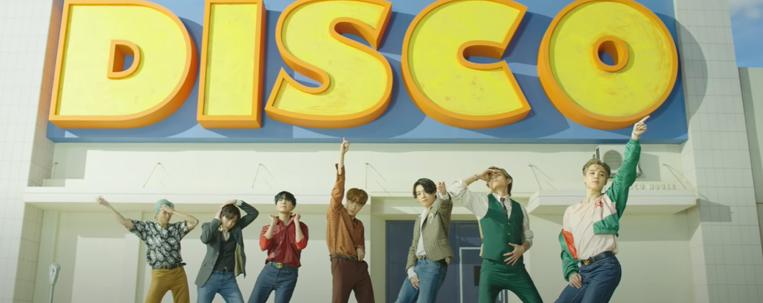 """BTS aposta em referências retrô na prévia do clipe de """"Dynamite""""; vem ver"""