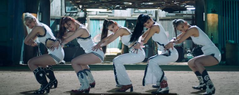 """ITZY dança muito no clipe de """"Not Shy""""; vem ver"""