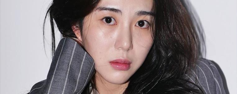 Ex-AOA Mina divulga mensagem com pedido de desculpas