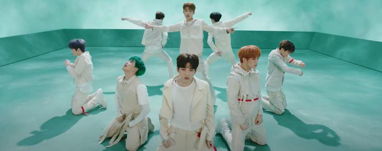 """TREASURE, novo grupo da YG Entertainment, lança clipe de estreia; assista """"Boy"""""""