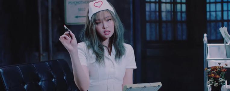 Após polêmica, YG Entertainment decide retirar cena de Jennie como enfermeira de novo clipe do BLACKPINK