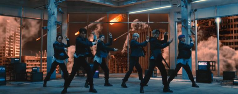 """O mundo está acabando no clipe de estreia do P1Harmony; assista """"Siren"""""""