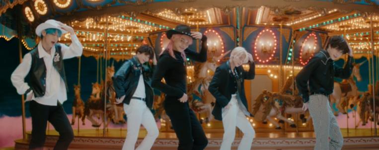 """TXT divulga clipe do single """"Blue Hour""""; vem ver"""