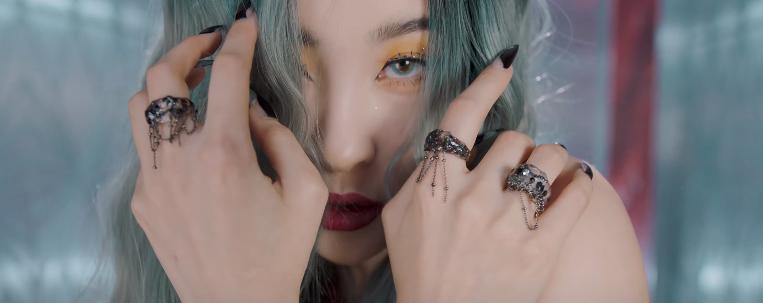 """Sunmi lança clipe de """"Tail"""" com coreografia sexy"""