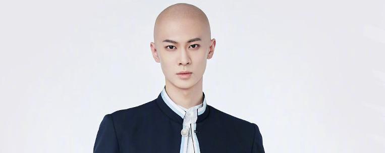"Empresa de Liang Sen, do ""Youth With You 3"", nega rumores sobre bullying e agressão"