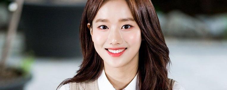 Gravadora nega acusações de bullying e rumores sobre namoro sobre Naeun, do April