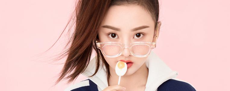Empresa de Song Zu'er pede desculpas após ser acusada de plagiar foto de Baekhyun