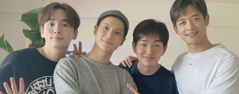Integrantes do SHINee acompanham Taemin em alistamento militar